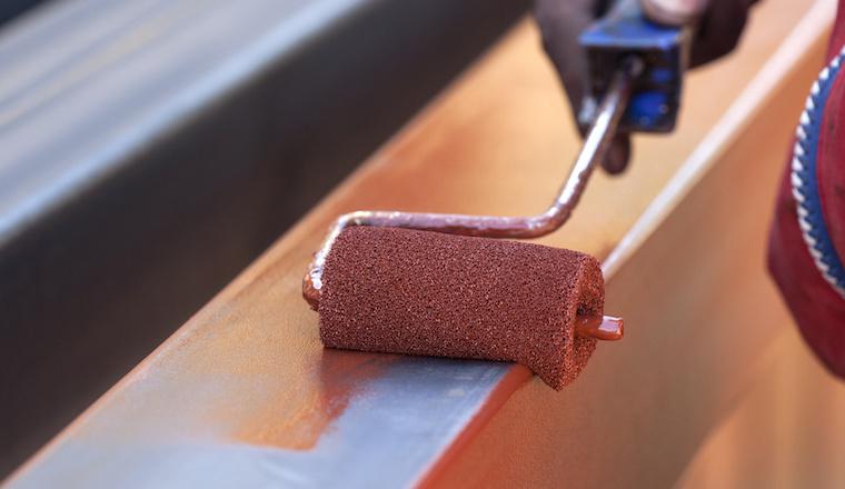 Ako upraviť kov pred natieraním
