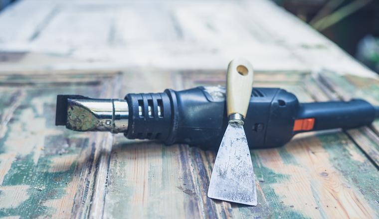 Ako odstrániť z dreva staré nátery